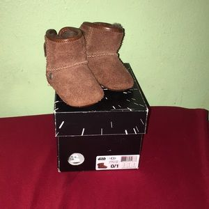 Chewbaccca ugg Star Wars infant boots